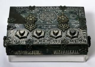 صندوق فلزی با قفل رمزی