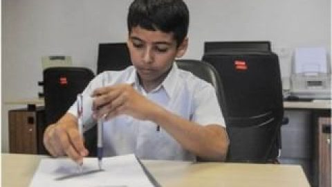 دانش آموز ایرانی پرگار مسطح بدون سوزن ساخت