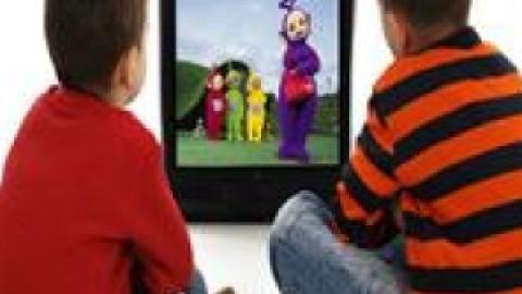 تاثیر منفی تماشای بیش از اندازه تلویزیون بر روی کودکان و نوجوانان