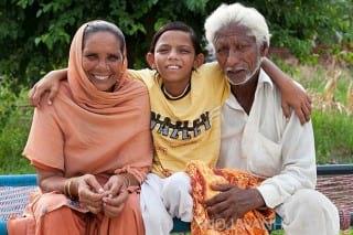 نوجوان هندی و خانواده اش