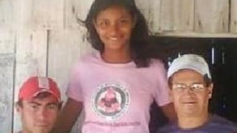اخراج دختری ازمدرسه به دلیل بلندی قد