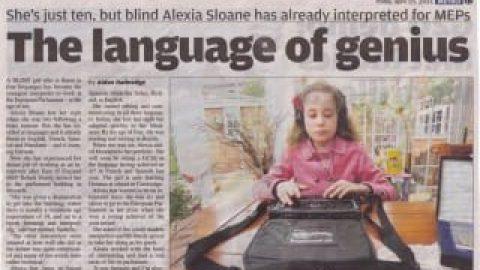 دختر ۱۰ ساله و نابینا مترجم ۵ زبان پارلمان اروپا