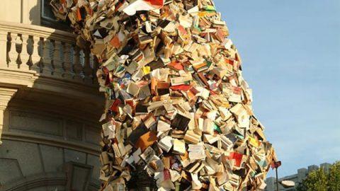 آبشاری ساخته شده از ۵۰۰۰ جلد کتاب