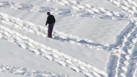 تابلوهایی که با قدم زدن در برف آفریده می شود