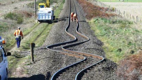اثر هنرمندانه زلزله بر روی خطوط راهآهن در نیوزیلند!