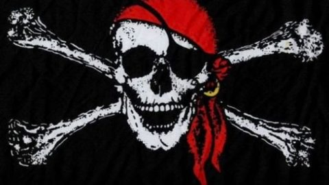 چرا تعدادی از دزدان دریایی یک چشم خود را می بستند؟