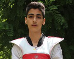 درخشش برق طلا بر سینه نوجوان ایرانی
