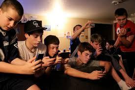 کوچ نوجوانان از فیسبوک به برنامه های پیام رسان مانند WhatsApp