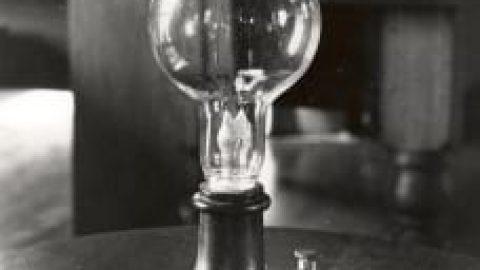 مخترع لامپ کیست ؟