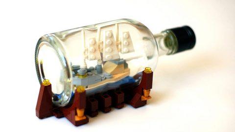 لوگو های اسباب بازی در بطری