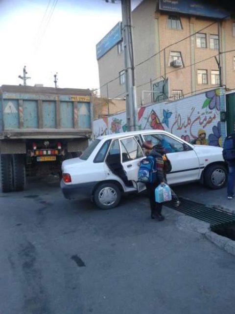 غول های جاده دانش آموزان مدرسه کرجی را تهدید می کنند
