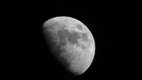 از ماه عکس بگیرید
