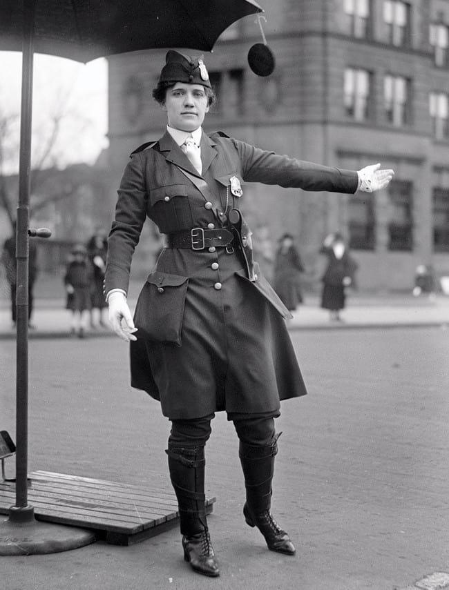 اولین زن پلیس راهنمایی و رانندگی