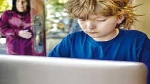 تماشای تصاویر مستهجن با نوجوانان چه میکند؟