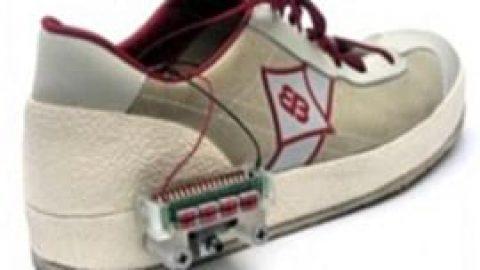 کفشی که بندش خودکار بسته می شود