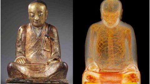 اکتشاف عجیب در مجسمه باستانی بودا؛ مومیایی پنهان