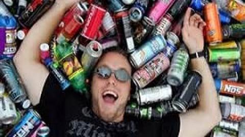 خطر سکته قلبی در نوجوانانی که نوشیدنی انرژی زا مصرف می کنند