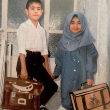 خواننده معروف موسیقی، ۲۵ سال پیش وقتی مدرسه رفت! + عکس