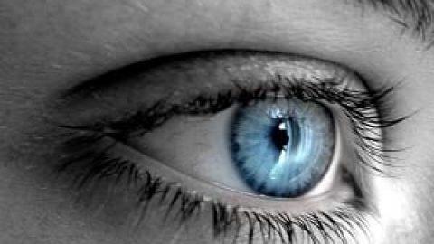 تغییر رنگ چشم از قهوه ای به آبی در ۲۰ ثانیه!