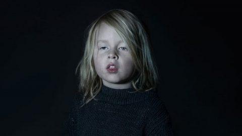 چهره کودکانی که تلویزیون آن ها را جادو کرده است