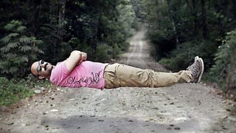 خوابیدن محسن تنابنده روی هوا!