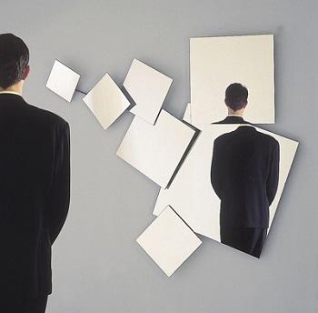 بیش از 3 دقیقه به آینه نگاه نکنید!
