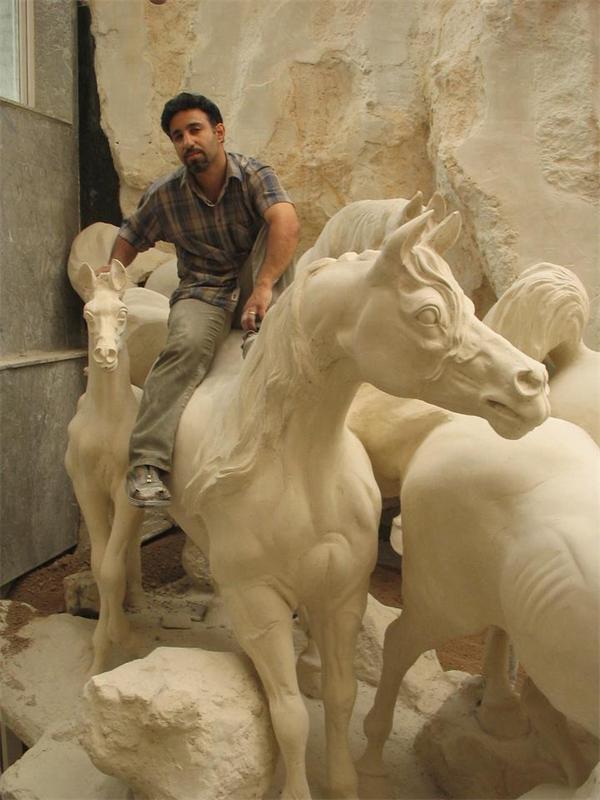 سایت رنگرزان؛ هنرمند خالق اسب ها