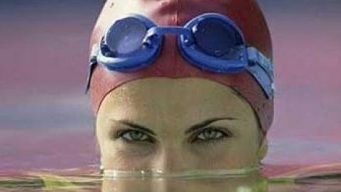 دختر ده ساله بحرینی، جوان ترین شناگر تاریخ که در مسابقات قهرمانی جهان شرکت کرد