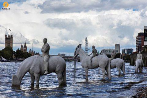 طراحی مجسمه های ۴ اسب سوار در کنار رودخانه تایمز لندن