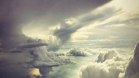 در میان ابرها