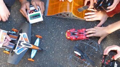 ۶ اسباببازی از دنیای فناوری که بازی کردن را به یاد گرفتن تبدیل میکنند!