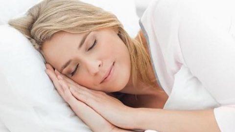 با یوگا بر بیخوابی خود غلبه کنید!