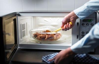 کدام مواد غذایی را نباید دوباره گرم کرد؟