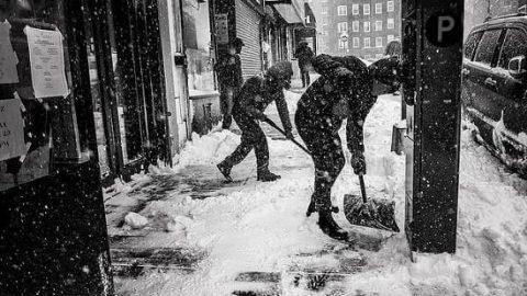 برف روبی به نفع نیازمندان!