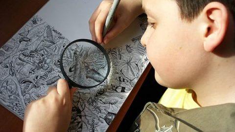 هنرمند ۱۱ ساله ای که به صورت شگفت انگیزی نقاشی می کشد