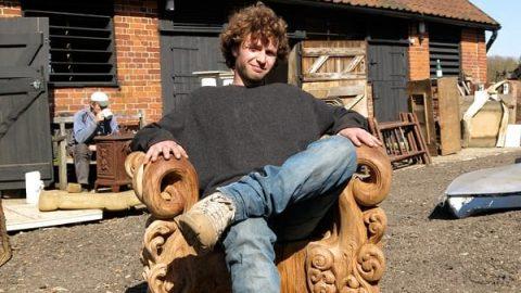 صندلی دیدنی از تنه درخت بلوط