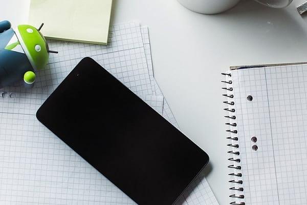 چرا نباید گوشی هوشمند خود را در خانه جا بگذاریم؟