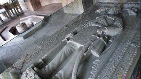 سنگ قبری هنرمندانه برای ناصرالدین شاه