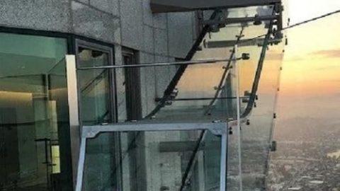 سرسره شیشه ای در ارتفاع ۱۰۰۰ فوتی!