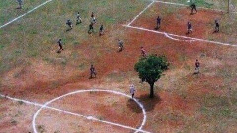عجیب ترین زمین فوتبال جهان