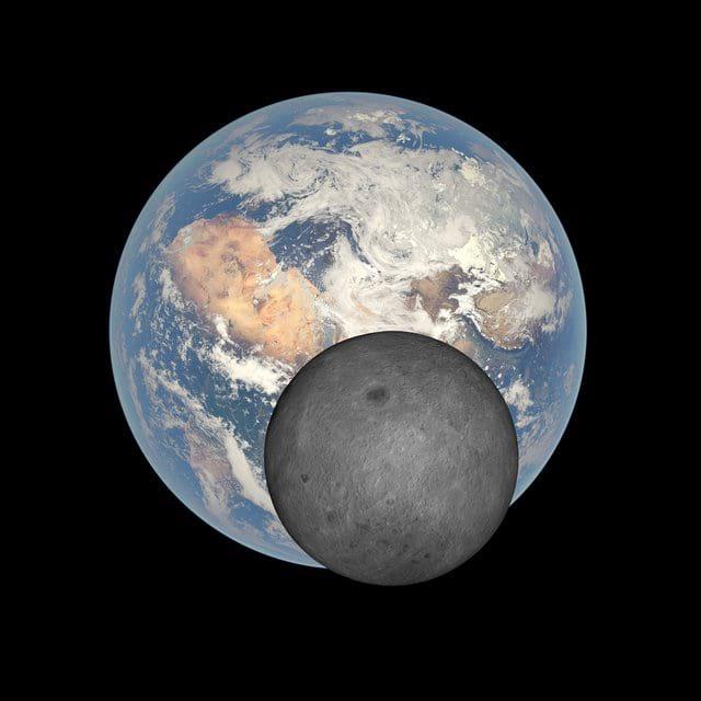 ماه و زمین کنار هم از منظر فضا