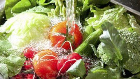 ضد عفونی کردن سبزیجات تابستانی با این محلول خانگی!