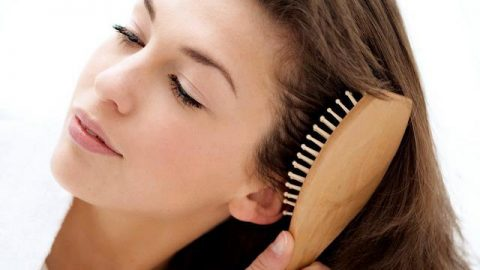 ۴ اشتباه رایج درباره موها که در تابستان انجام میدهیم!