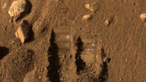 سطح مریخ به چه شکلی است؟