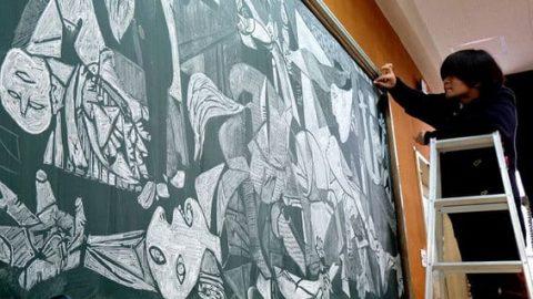 نقاشی خارق العاده معلم ژاپنی روی تخته سیاه
