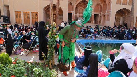 به مناسبت روز جهانی کودک طنین صدای «یا حسین» در خانه آل یاسین کاشان پیچید