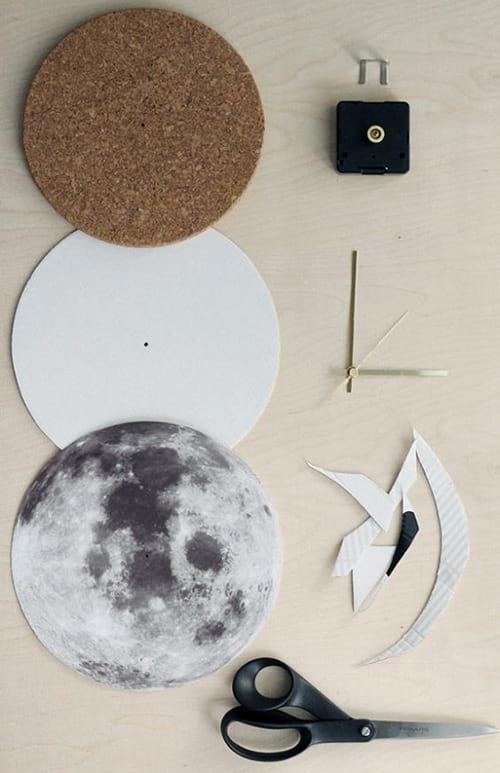 ساعت کره ماه (1)
