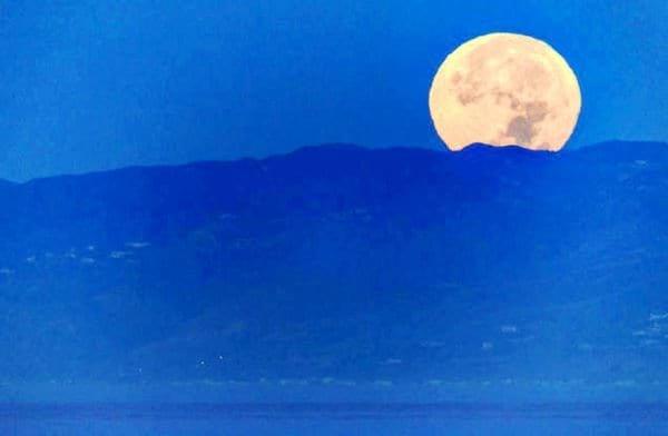 ابر ماه (2)