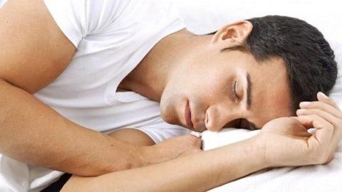 فواید قابل توجه خوابیدن روی پهلوی چپ