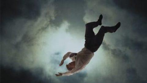 چرا وقتی خواب هستید، دچار حس سقوط میشوید؟